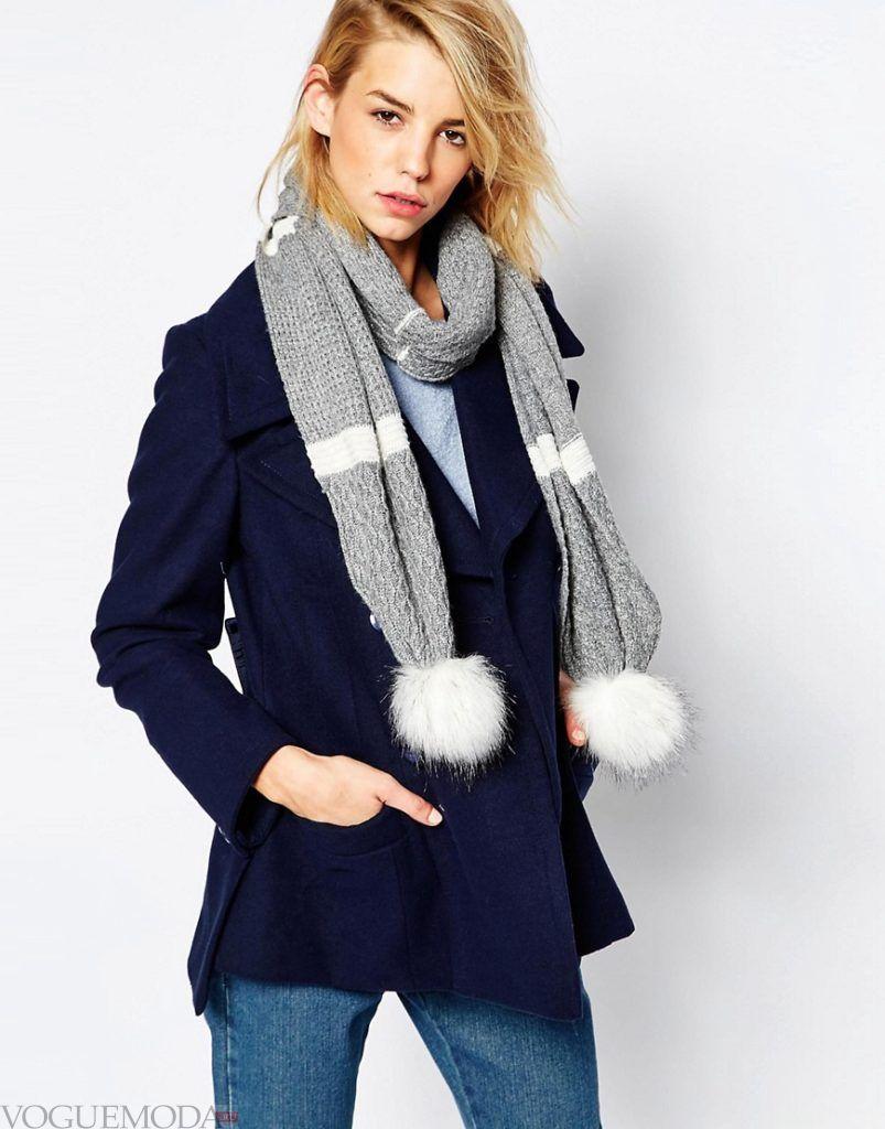 как красиво завязать шарф под пальто серый с белым