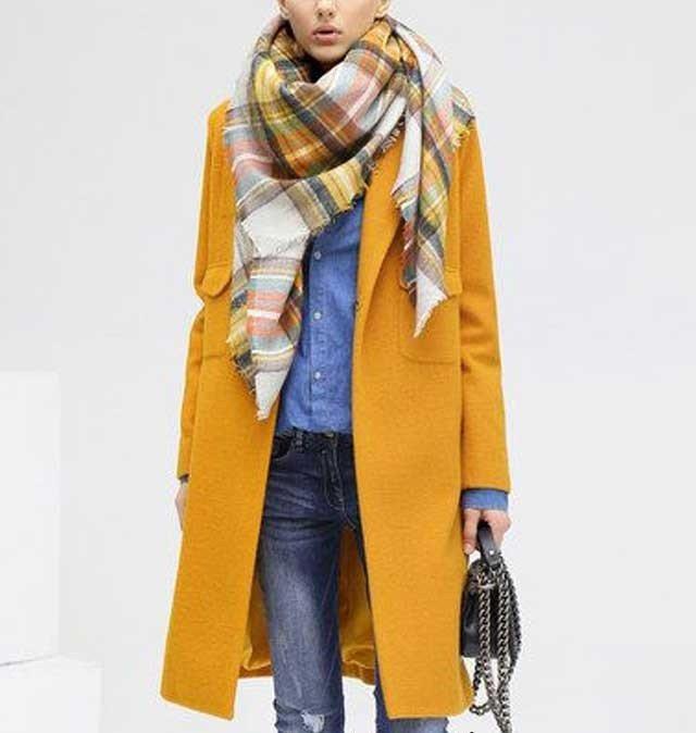 как красиво завязать шарф под пальто в клетку