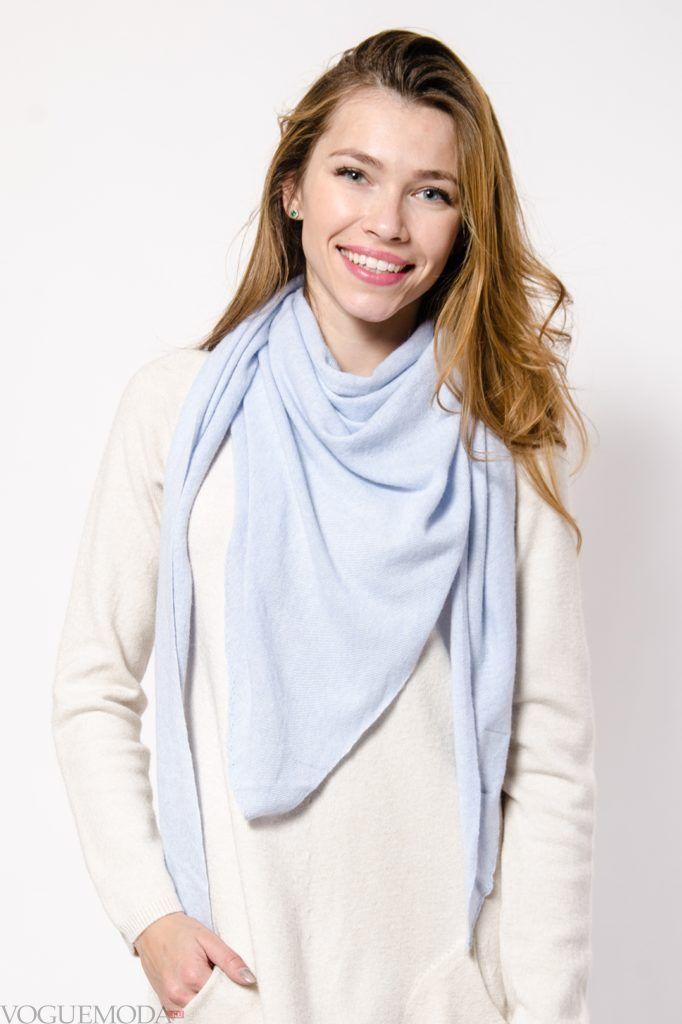 как красиво завязать шарф-платок голубой