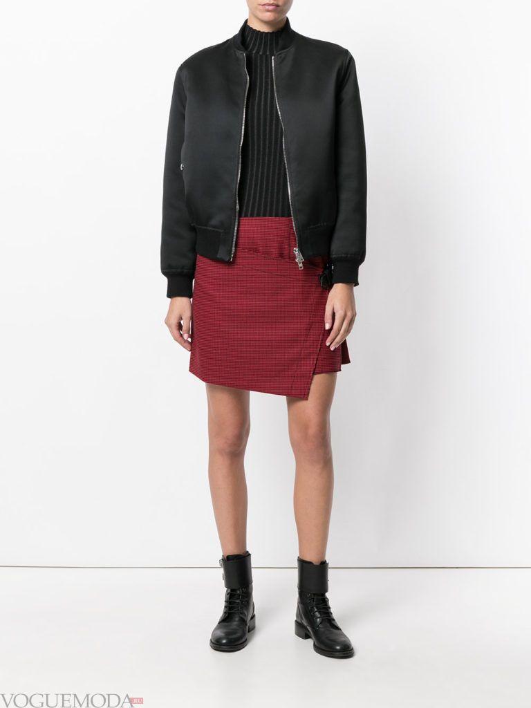 красная юбка с черной курткой
