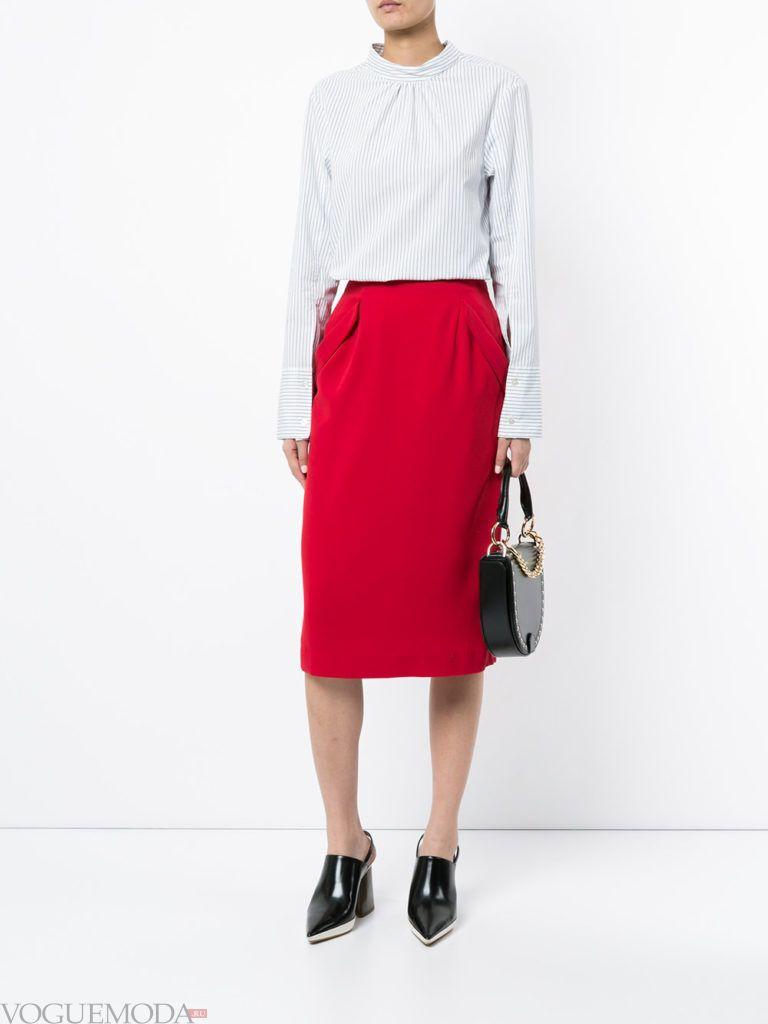 красная юбка с синей рубашкой