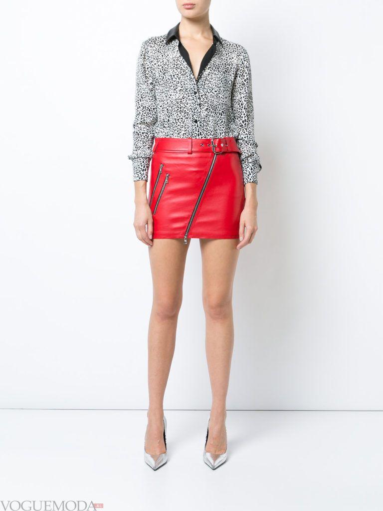 красная юбка с леопардовой блузой