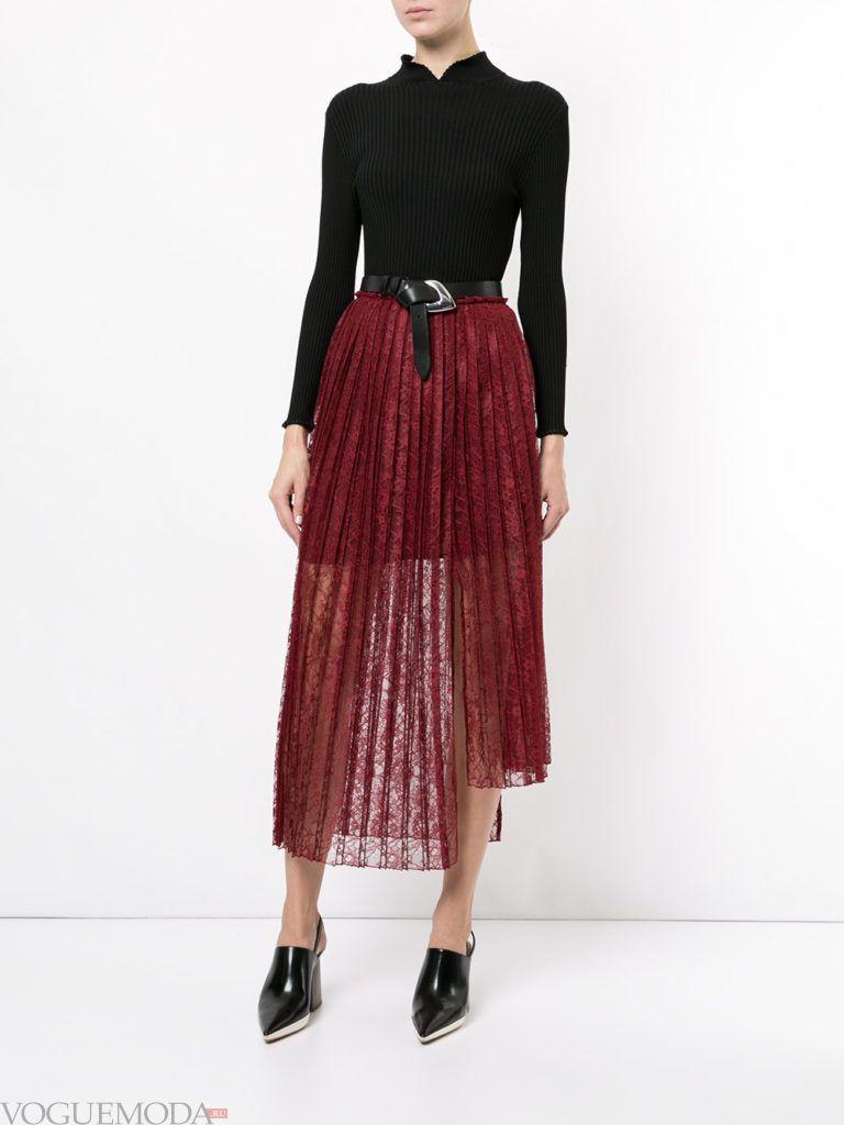 образ с прозрачной красной юбкой