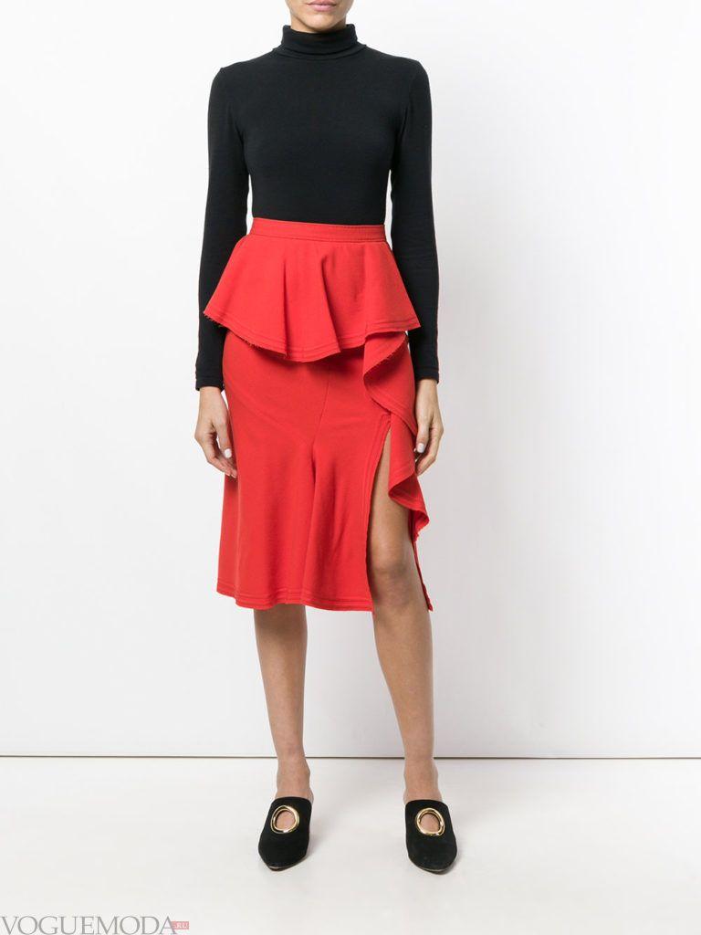 образ с красной юбкой с рюшами