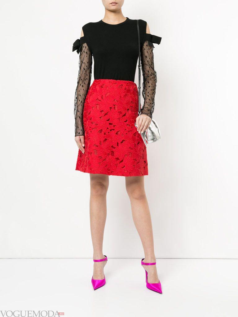 модный образ с красной юбкой