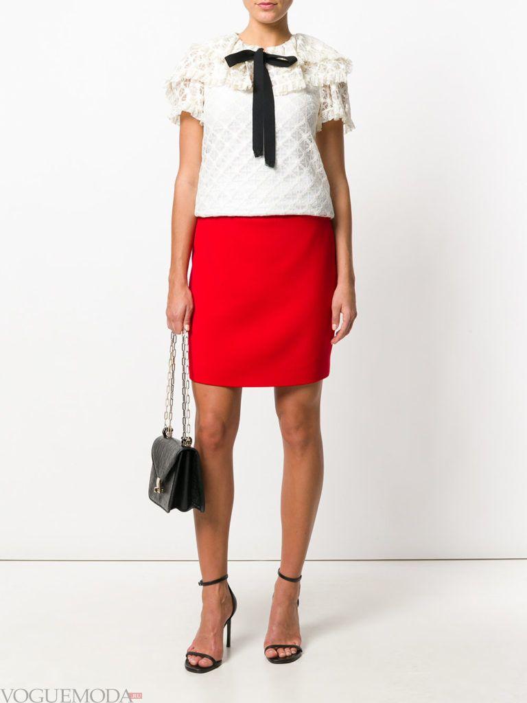 красная юбка с босоножками