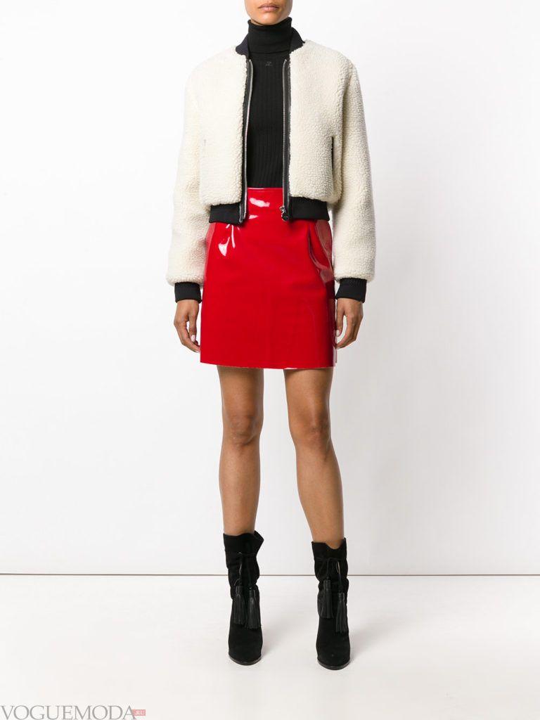 красная лаковая юбка