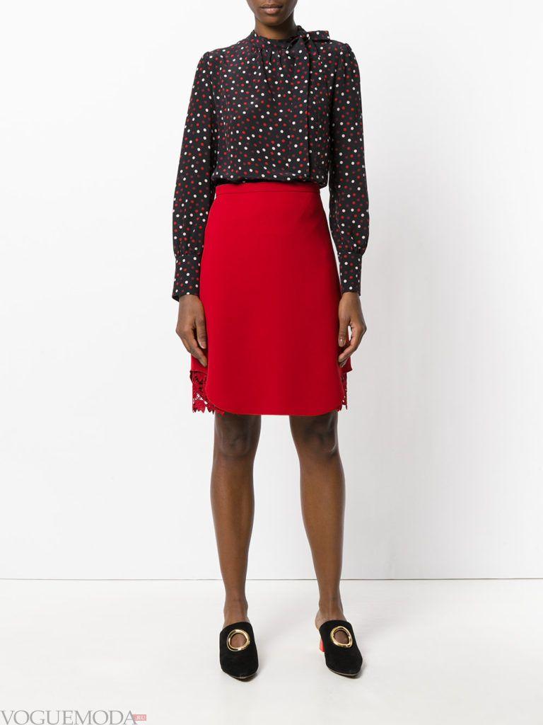 красная юбка-футляр