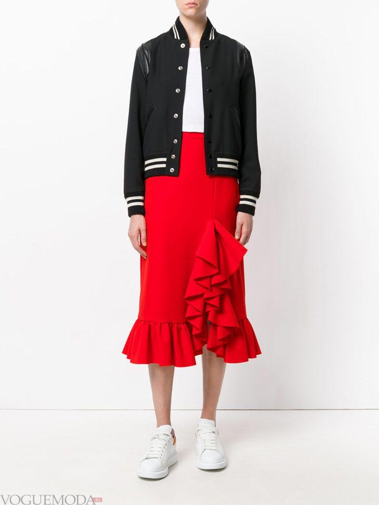красная юбка модная