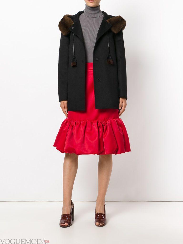 красная юбка с воланом