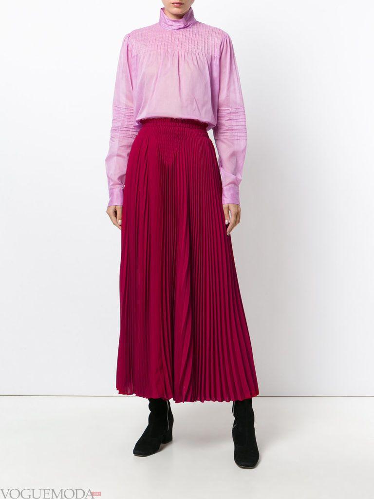 красная юбка длинная