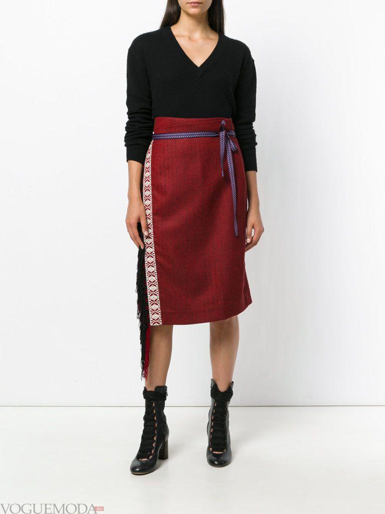красная юбка с ухором