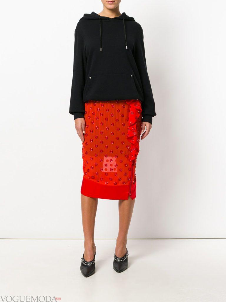 красная юбка прозрачная