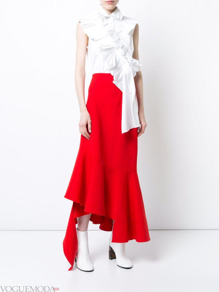 красная юбка с белім топом
