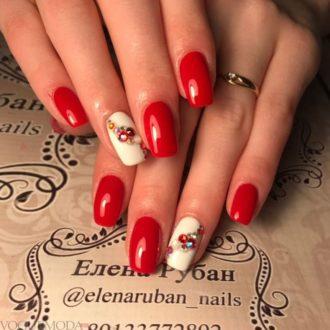 красно-белый маникюр с декором