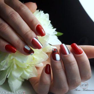 красный с белым и черным цветом с полосками
