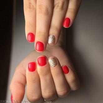 красные ногти с золотим напылением