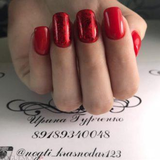 красные ногти яркие