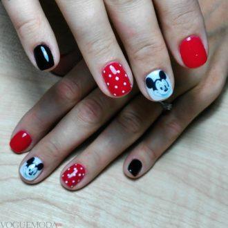 красные ногти с рисунком
