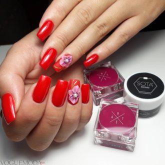 красные ногти с цветком