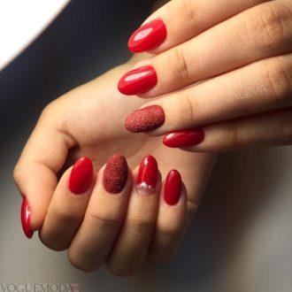 красные ногти с напылением