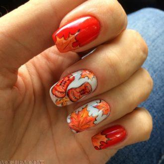 красные ногти с узором