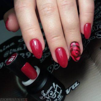 красные ногти модные
