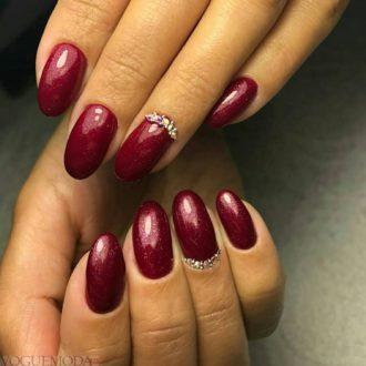 красные ногти темные