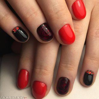 красный маникюр с черным цветом