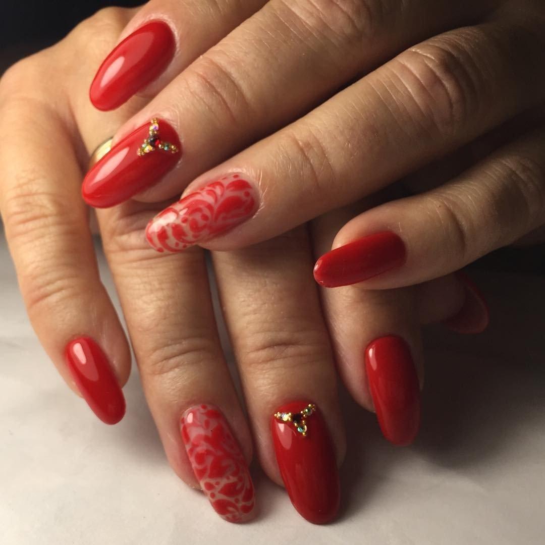 Красный маникюр со стразами  2018 модные тенденции 37