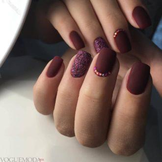 маникюр бордовый