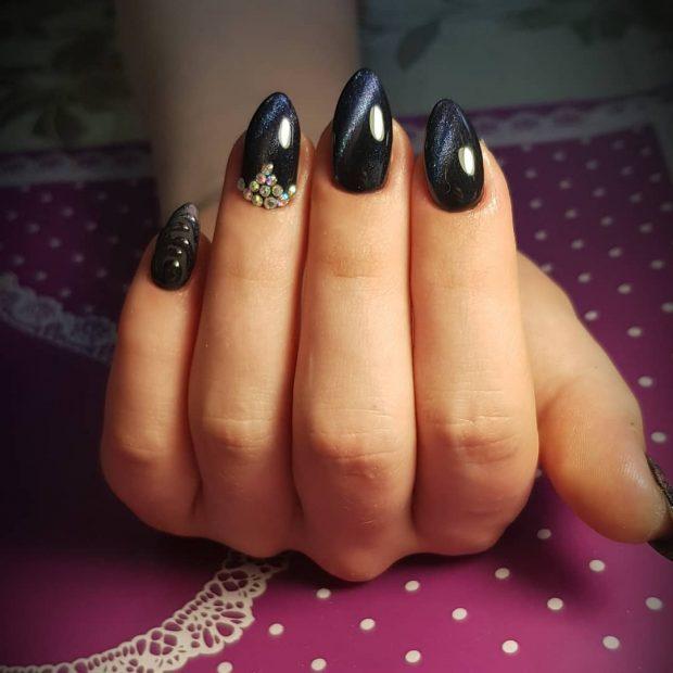 черный космос с камнями