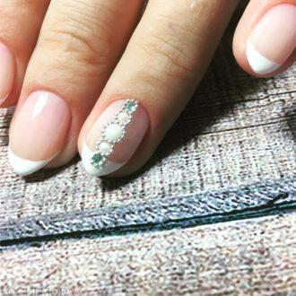свадебный маникюр френч 2018 с камнями