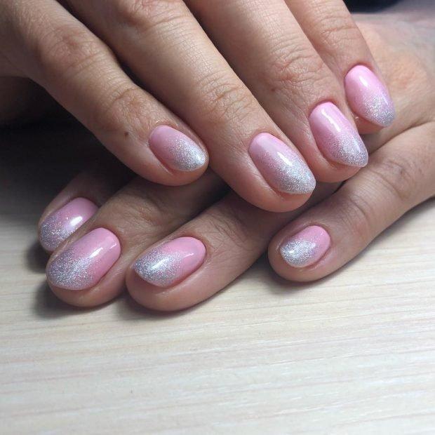Маникюр на короткие ногти: розовый с напылением