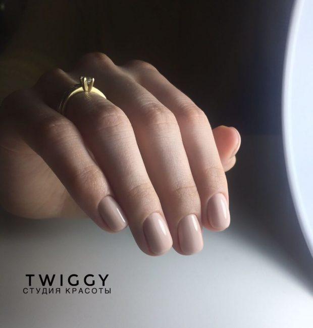 Маникюр на короткие ногти: нюдовый