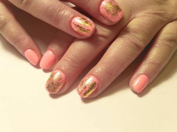 Маникюр на короткие ногти: нежно-розовый с втиркой