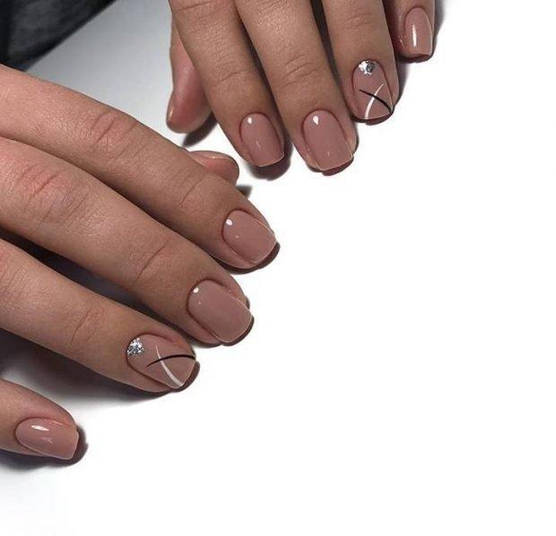 Маникюр на короткие ногти: нюдовый геометрия