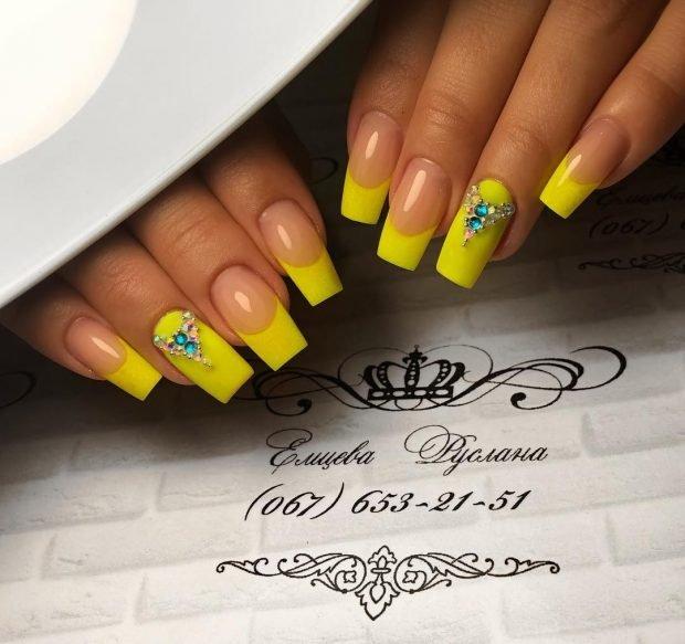 Маникюр весна-лето 2019: желтый френч