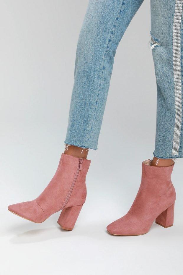 Модная обувь осень-зима 2020: сапоги розовые на молнии