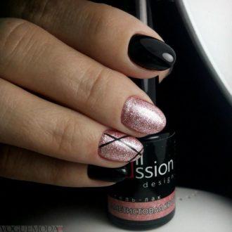 короткие ногти с черными полосками
