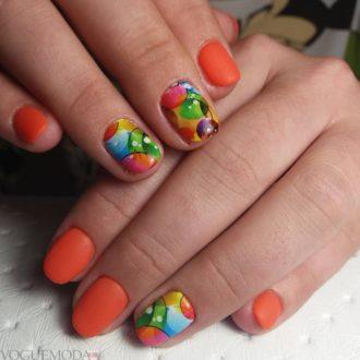 абстракция на короткие оранжевые ногти