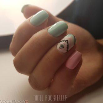 модная абстракция на короткие ногти