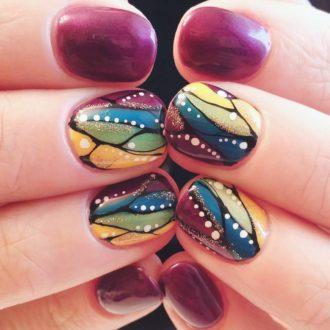 яркая абстракция на короткие ногти
