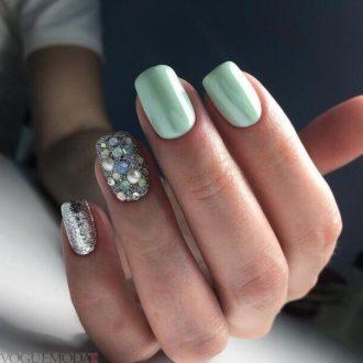 короткие ногти с серебром
