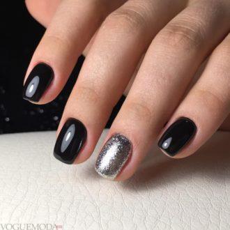 короткие темные ногти с серебром