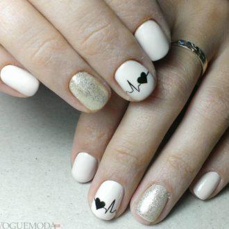 короткие белые ногти с серебром