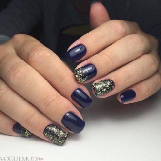 короткие фиолетовые ногти с серебром