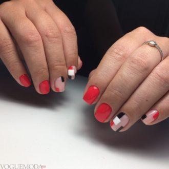 короткие ногти с геометрией яркие