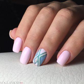 короткие ногти с геометрией светлые