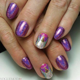 короткие ногти с геометрией фиолетовые